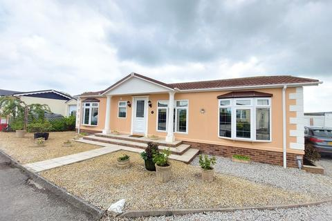 2 bedroom detached bungalow for sale - Trevadlock Hall, Congdons Shop