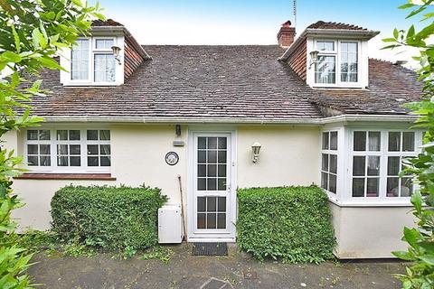 4 bedroom bungalow for sale - Pilgrims Way, Detling ME14