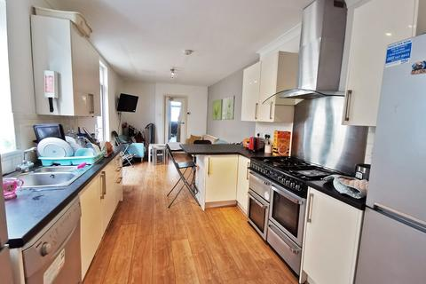 8 bedroom house share to rent - Mackintosh Place, Roath, Cardiff