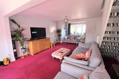 3 bedroom semi-detached house for sale - Culworth Drive, Wigston, LE18