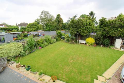 3 bedroom bungalow for sale - Queenswood Avenue, Northampton