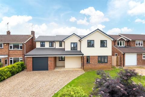 4 bedroom detached house for sale - Northumberland Avenue, Aylesbury, Buckinghamshire, HP21