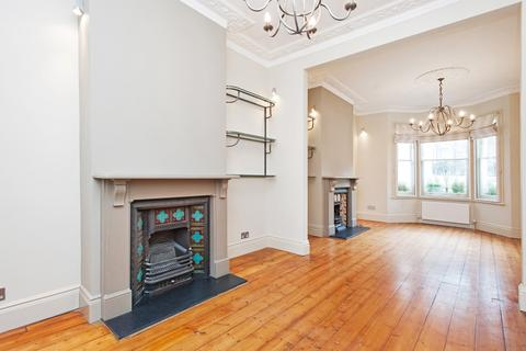 4 bedroom terraced house to rent - Hartismere Road, London