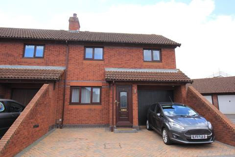 3 bedroom semi-detached house for sale - Laxton Avenue, Exeter