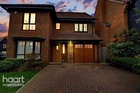 4 bedroom detached house for sale - Torrance Close, HORNCHURCH