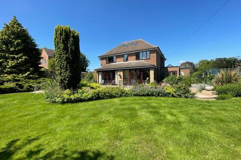 6 bedroom detached house for sale - Main Street, Whissendine