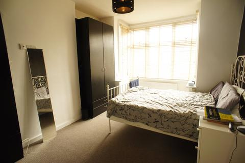 1 bedroom in a house share to rent - Warwick Road, Chingford , London