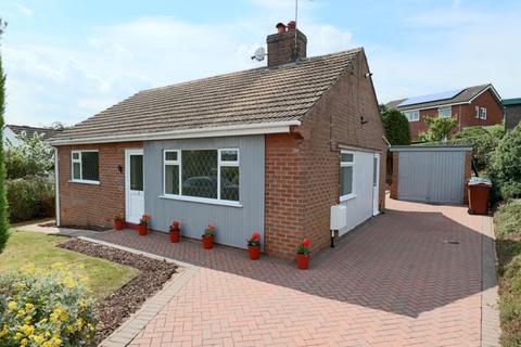 2 bedroom bungalow for sale - Rock Crescent, Oulton