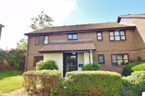 Studio to rent - Sprucedale Close, Swanley