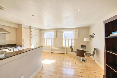 2 bedroom flat for sale - Battersea Park Road, London