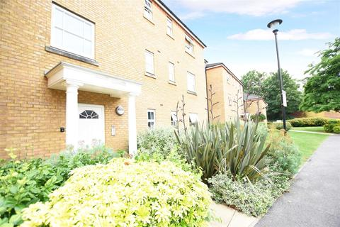3 bedroom apartment for sale - White Lodge Close, Isleworth