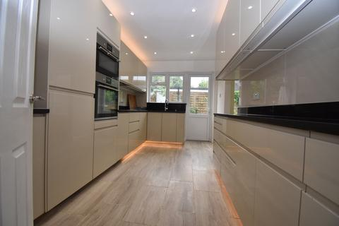 4 bedroom semi-detached house to rent - Eaglesfield Road London SE18