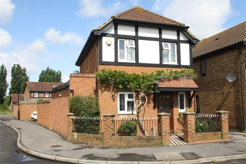 3 bedroom detached house for sale - Churchill Close, FELTHAM, Middlesex
