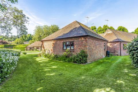 1 bedroom detached bungalow for sale - Bowling Court, Henley-on-Thames, RG9 2LE