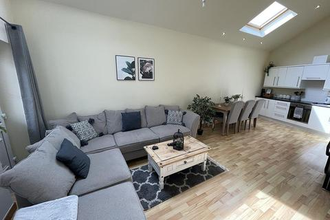 2 bedroom bungalow for sale - 8 The Courtyard, Colne Lane, Colne