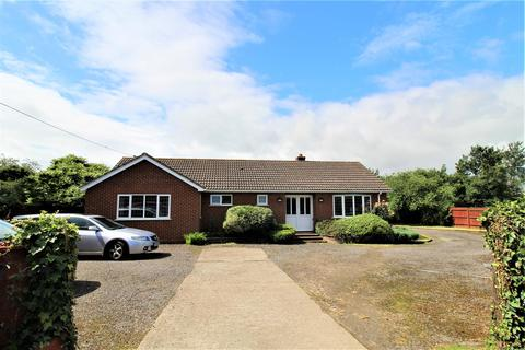 2 bedroom detached bungalow for sale - Lower Road, Minster On Sea, Sheerness