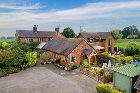 4 bedroom house for sale - Newcastle Road, Woore, Crewe