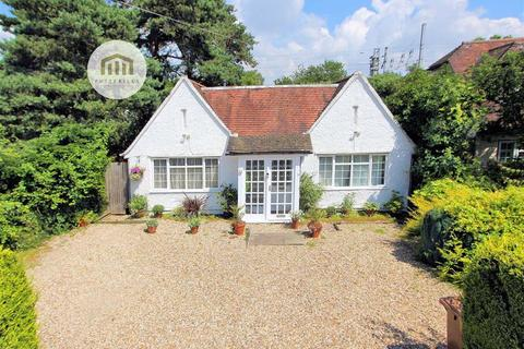 3 bedroom detached bungalow for sale - Gun Lane, Knebworth, SG3 6BH