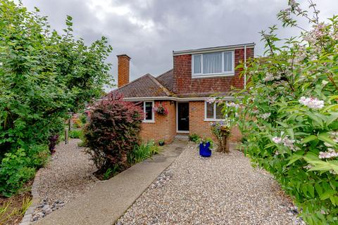 2 bedroom bungalow for sale - Dickens Close, Langley, ME17