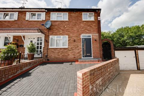 3 bedroom end of terrace house for sale - Greenbank Close, Romford, RM3