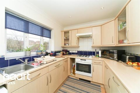 3 bedroom semi-detached house to rent - Hubbards Close, UB8 3