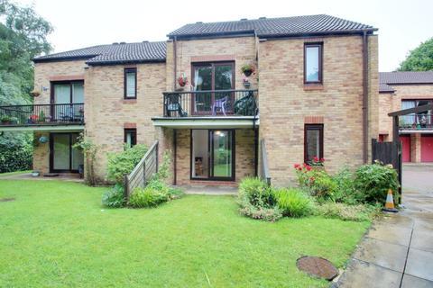 2 bedroom ground floor flat for sale - Ireland Crescent, Cookridge, Leeds LS16 6SZ
