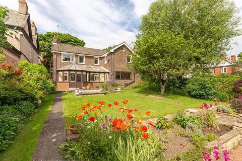 4 bedroom detached house for sale - Beverley Gardens, Cullercoats, North Tyneside