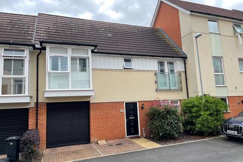 3 bedroom terraced house for sale - Montfort Drive, Great Baddow, Chelmsford, CM2