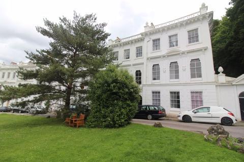 2 bedroom apartment to rent - Higher Woodfield Road, Torquay