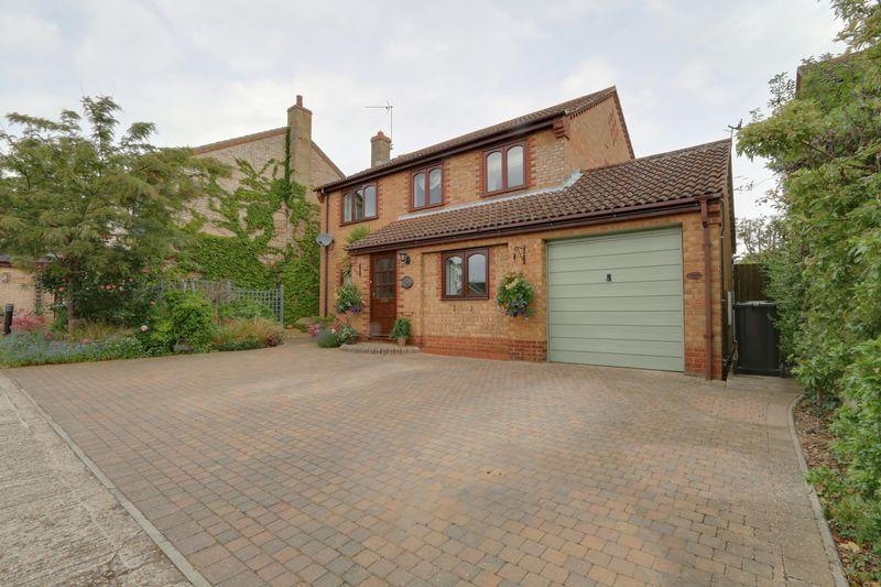 4 Bedrooms Detached House for sale in Elizabeth Court, Sutton