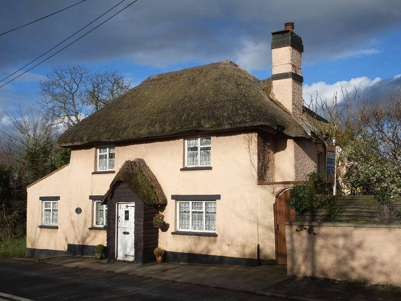 3 Bedrooms Detached House for sale in Newton St. Cyres, Exeter