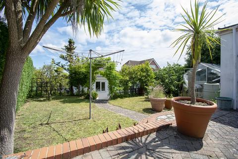 2 bedroom bungalow for sale - KINGSBERE AVENUE * Ensbury Park 2/3 BEDROOM DETACHED BUNGALOW