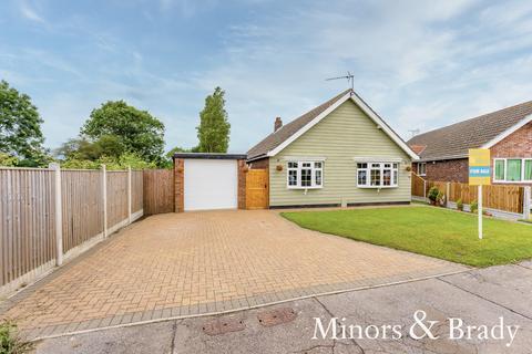 3 bedroom detached bungalow for sale - Manor Park Road, Corton