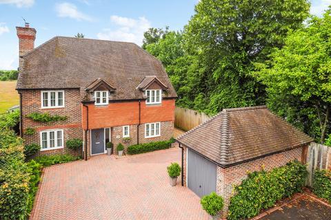 5 bedroom detached house for sale - Clement Court, Chawton, Alton