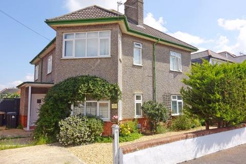 2 bedroom apartment for sale - GARDEN FLAT, Chigwell Road, Queens Park, Bournemouth, BH8