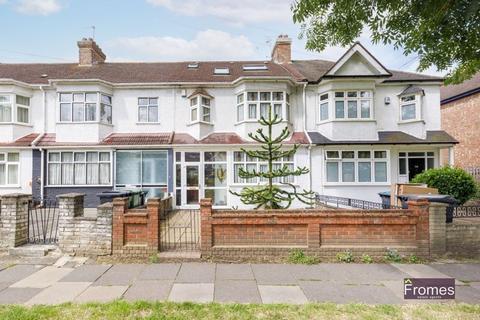 4 bedroom terraced house for sale - Downhills Way, London, N17