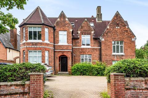 2 bedroom flat for sale - Southend Crescent London SE9