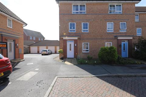 4 bedroom townhouse for sale - Brompton Park, Kingswood, Hull