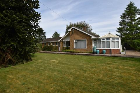 2 bedroom detached bungalow for sale - Woore Road, Onneley