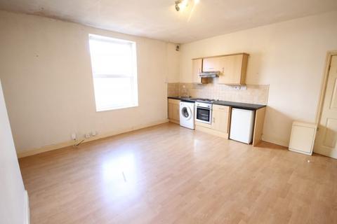 Studio to rent - Church Road, Armley, Leeds, LS12 1TZ
