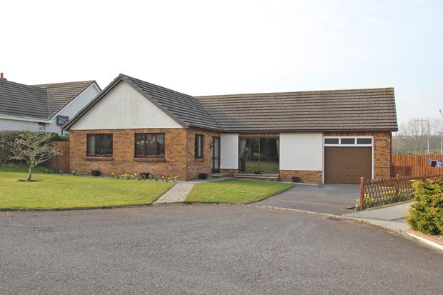 4 Bedrooms Bungalow for sale in Gerddi Mair, Heol Goi, St Clears, Carmarthenshire