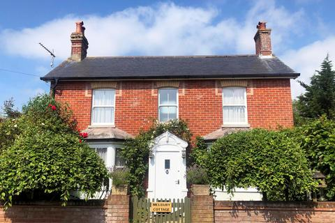 4 bedroom cottage for sale - West Road, Bransgore, BH23