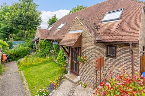 2 bedroom semi-detached house for sale - Manor House Place, Lancing