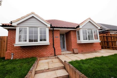 3 bedroom detached bungalow for sale - Low Road, Dovercourt