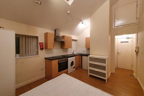 Studio to rent - Gold Street, Adamsdown, Cardiff CF24