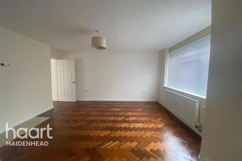 4 bedroom semi-detached house to rent - Norfolk Road, Maidenhead