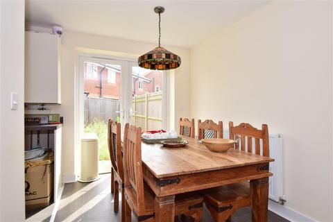 3 bedroom terraced house for sale - Lavender Avenue, Minster On Sea, Sheerness, Kent