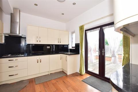 3 bedroom terraced house for sale - Chester Road, Ilford, Essex