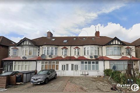 2 bedroom apartment to rent - North Circular Road, London, N13