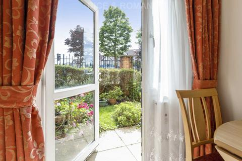 2 bedroom retirement property for sale - Calverley Court, Ewell